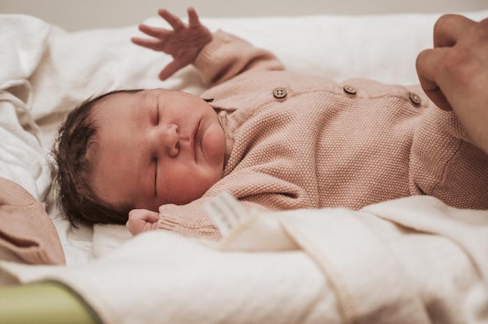 Wild Flower Photography - Valeska geboortefotograaf borstvoeding geboortefoto kraamzorg newborn verloskundige-1