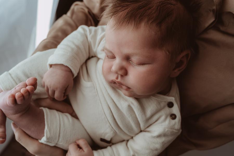 Wild Flower Photography - newborn geboortefotograaf valeska zwanger bevalling papa mama navelstreng kraamhulp